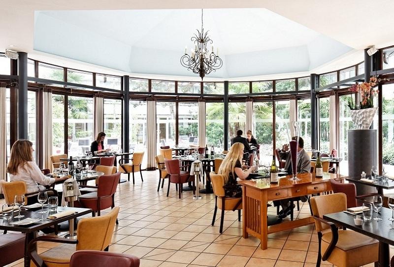 Bougivalrestaurant holiday inn bougival for Restaurant jardin yvelines